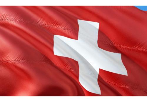 公共交通機関利用時のマスク着用義務化、第三国からのスイスへの入国制限の緩和について(スイス連邦政府発表)